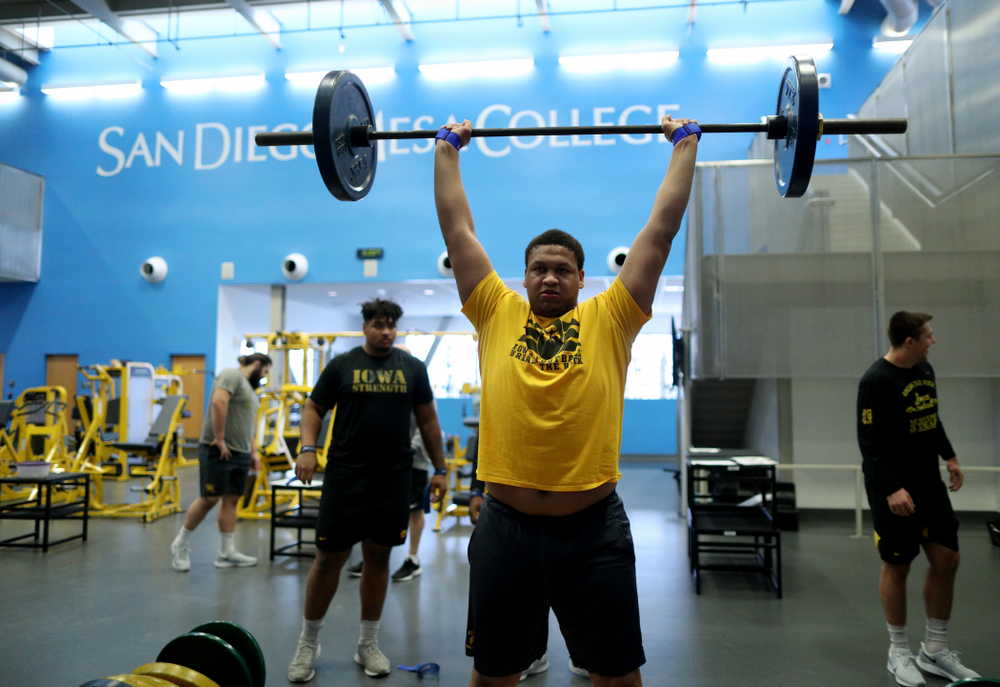 Iowa Hawkeyes offensive lineman Alaric Jackson (77) lifts before practice Sunday, December 22, 2019 at Mesa College in San Diego. (Brian Ray/hawkeyesports.com)