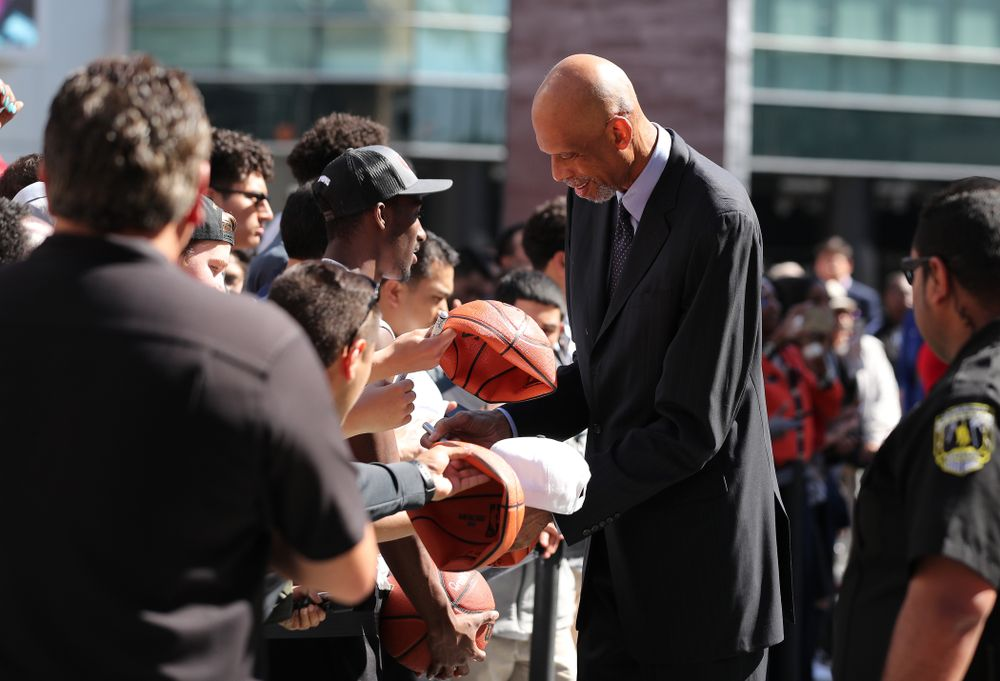 Kareem Abdul Jabar signs autographs on the red carpet before the ESPN College Basketball Awards show Friday, April 12, 2019 at The Novo at LA Live.  (Brian Ray/hawkeyesports.com)