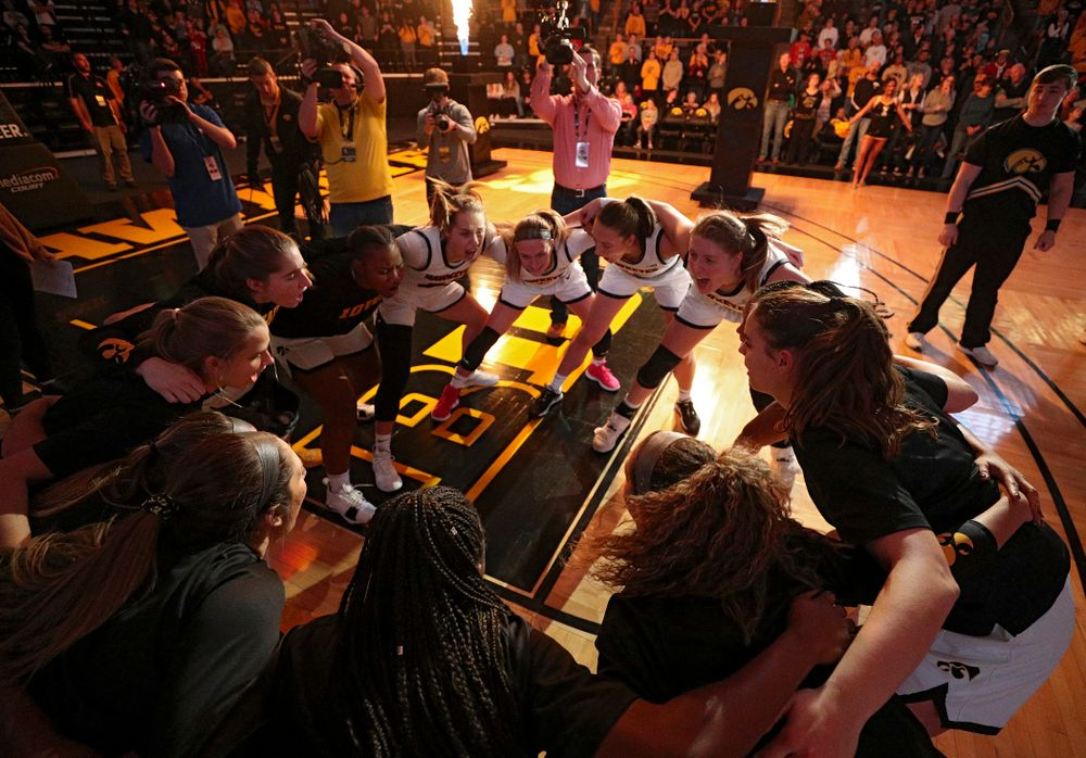 The Hawkeyes huddle before their game at Carver-Hawkeye Arena in Iowa City on Saturday, December 21, 2019. (Stephen Mally/hawkeyesports.com)