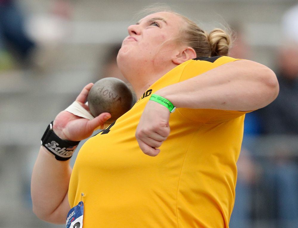 Iowa's Erika Hammond throws in the women's shot put event during the second day of the Drake Relays at Drake Stadium in Des Moines on Friday, Apr. 26, 2019. (Stephen Mally/hawkeyesports.com)