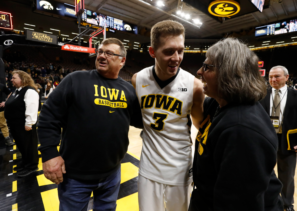 Iowa Hawkeyes guard Jordan Bohannon (3) with Mike and Patty Street