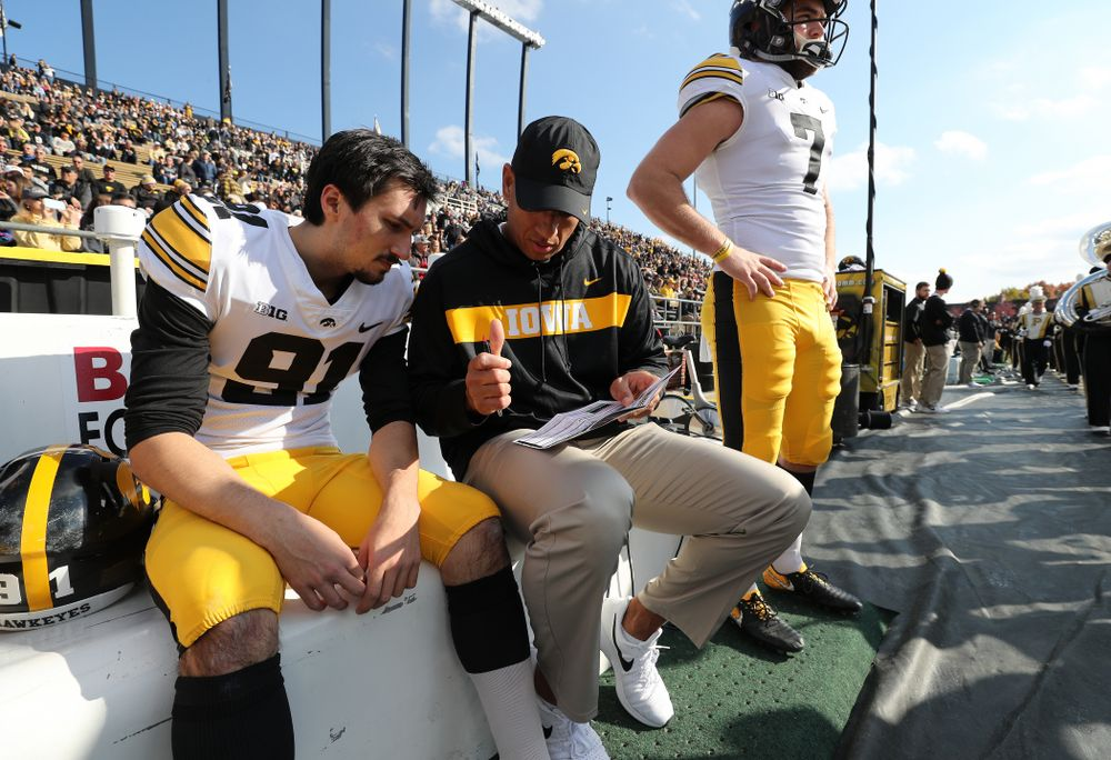 Iowa Hawkeyes special teams coordinator LeVar Woods talks with place kicker Miguel Recinos (91) before their game against the Purdue Boilermakers Saturday, November 3, 2018 Ross Ade Stadium in West Lafayette, Ind. (Brian Ray/hawkeyesports.com)