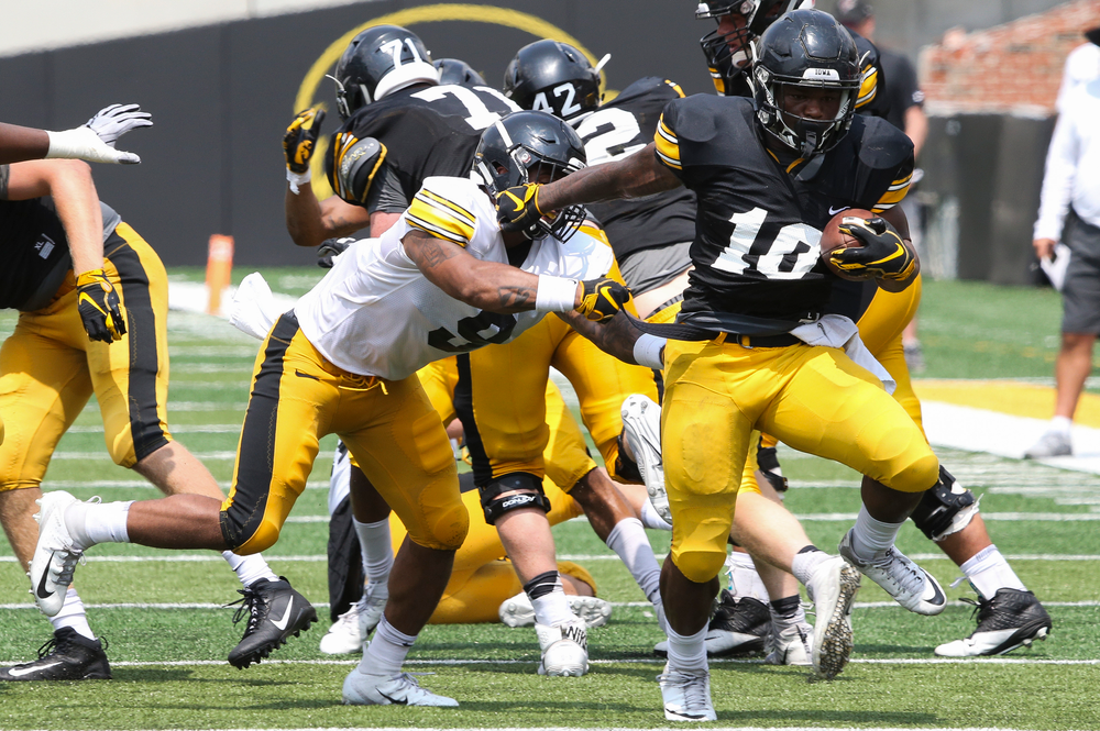 Iowa Hawkeyes running back Mekhi Sargent (10)