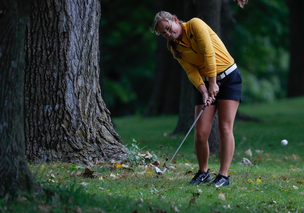 Iowa's Stephanie Herzog hits out of the rough during the Diane Thomason Invitational at Finkbine Golf Course on September 29, 2018. (Tork Mason/hawkeyesports.com)