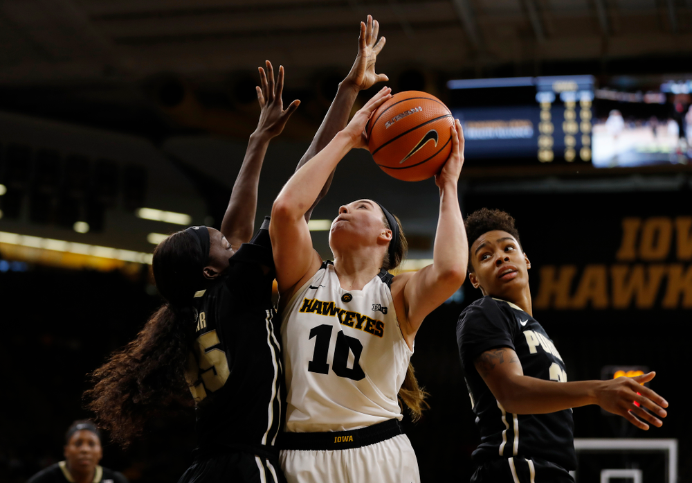 Iowa Hawkeyes forward Megan Gustafson (10)