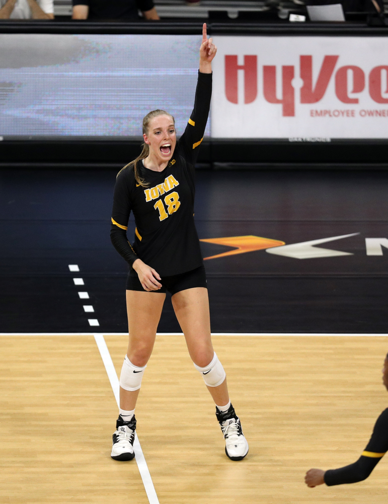 Iowa Hawkeyes middle blocker Hannah Clayton (18) against the Iowa State Cyclones Saturday, September 21, 2019 at Carver-Hawkeye Arena. (Brian Ray/hawkeyesports.com)