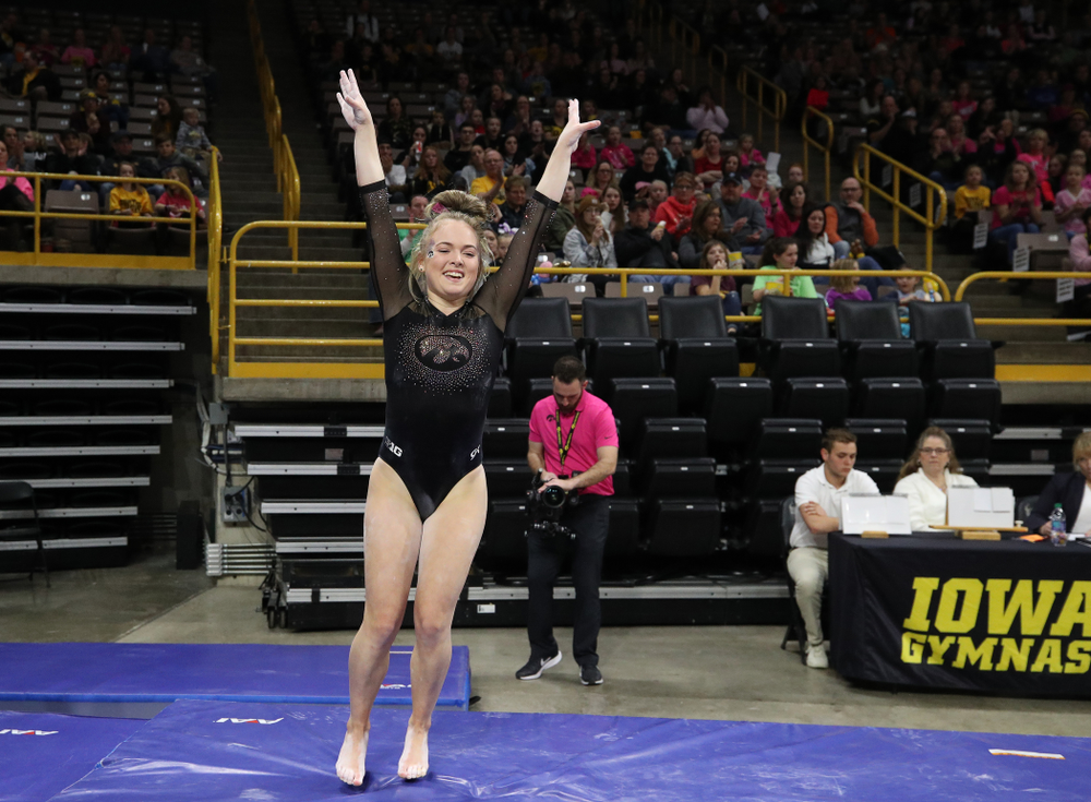 Iowa's Charlotte Sullivan competes on the vault against the Minnesota Golden Gophers Saturday, January 19, 2019 at Carver-Hawkeye Arena. (Brian Ray/hawkeyesports.com)