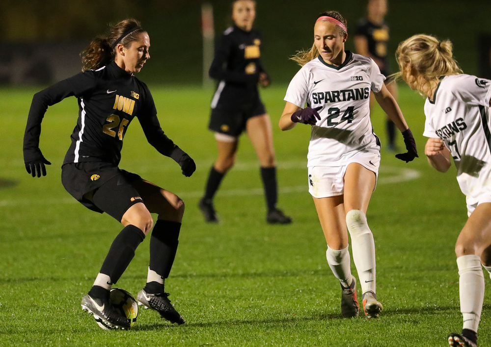 Iowa Hawkeyes midfielder Josie Durr (25) dribbles the ball during a game against Michigan State at the Iowa Soccer Complex on October 12, 2018. (Tork Mason/hawkeyesports.com)