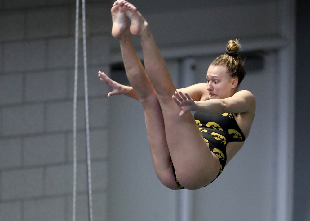 IowaÕs Samantha Tamborski competes on the 3 meter springboard against Notre Dame and Illinois Saturday, January 11, 2020 at the Campus Recreation and Wellness Center.  (Brian Ray/hawkeyesports.com)