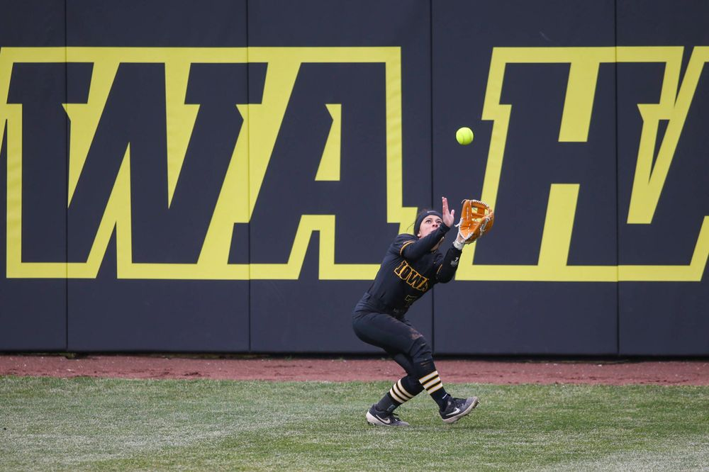 Iowa outfielder Lea Thompson (7) at game 2 vs Northwestern on Saturday, March 30, 2019 at Bob Pearl Field. (Lily Smith/hawkeyesports.com)