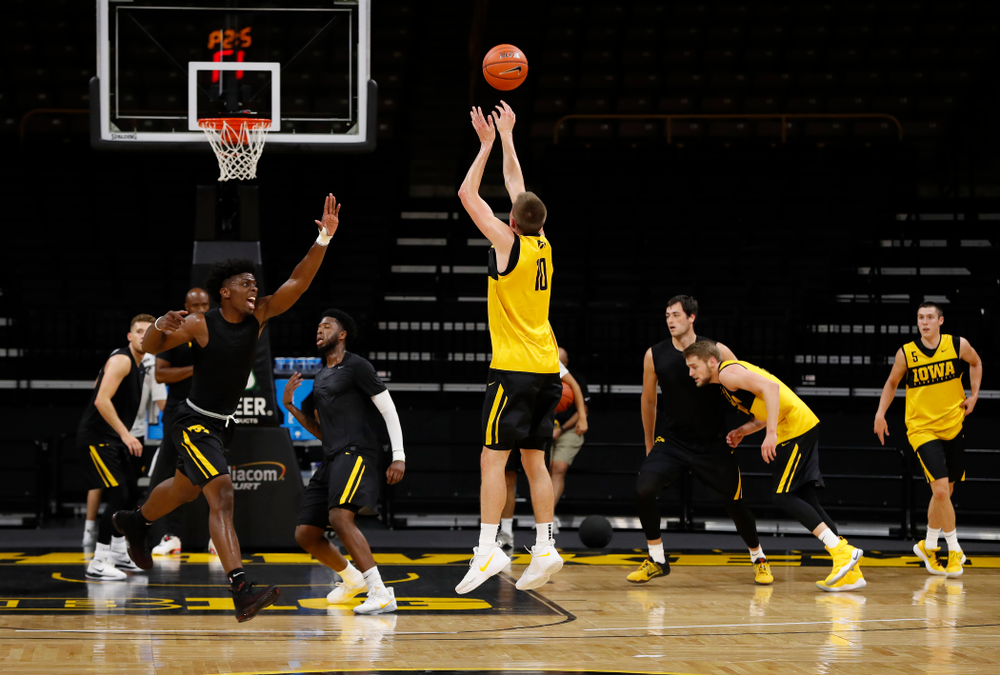 Iowa Hawkeyes guard Joe Wieskamp (10) knocks down a three pointer during the first practice of the season Monday, October 1, 2018 at Carver-Hawkeye Arena. (Brian Ray/hawkeyesports.com)