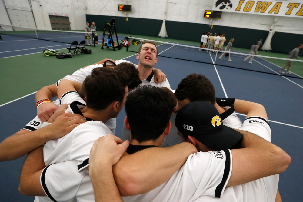 Iowa's Jake Jacoby pumps up his teammates before their match against Purdue Sunday, April 15, 2018 at the Hawkeye Tennis and Recreation Center. (Brian Ray/hawkeyesports.com)