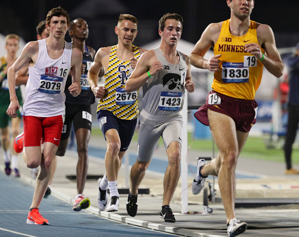 Iowa's Noah Healy runs the men's 5000 meter event during the first day of the Drake Relays at Drake Stadium in Des Moines on Thursday, Apr. 25, 2019. (Stephen Mally/hawkeyesports.com)