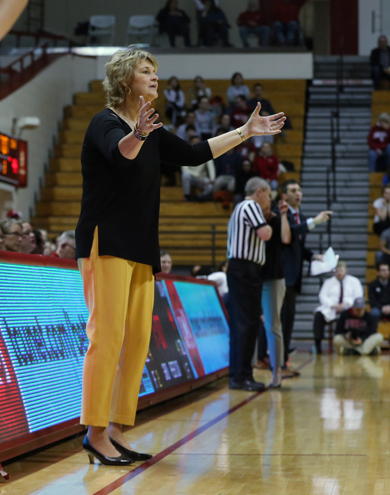 Iowa Hawkeyes head coach Lisa Bluder against the Indiana Hoosiers Thursday, February 21, 2019 at Simon Skjodt Assembly Hall. (Brian Ray/hawkeyesports.com)
