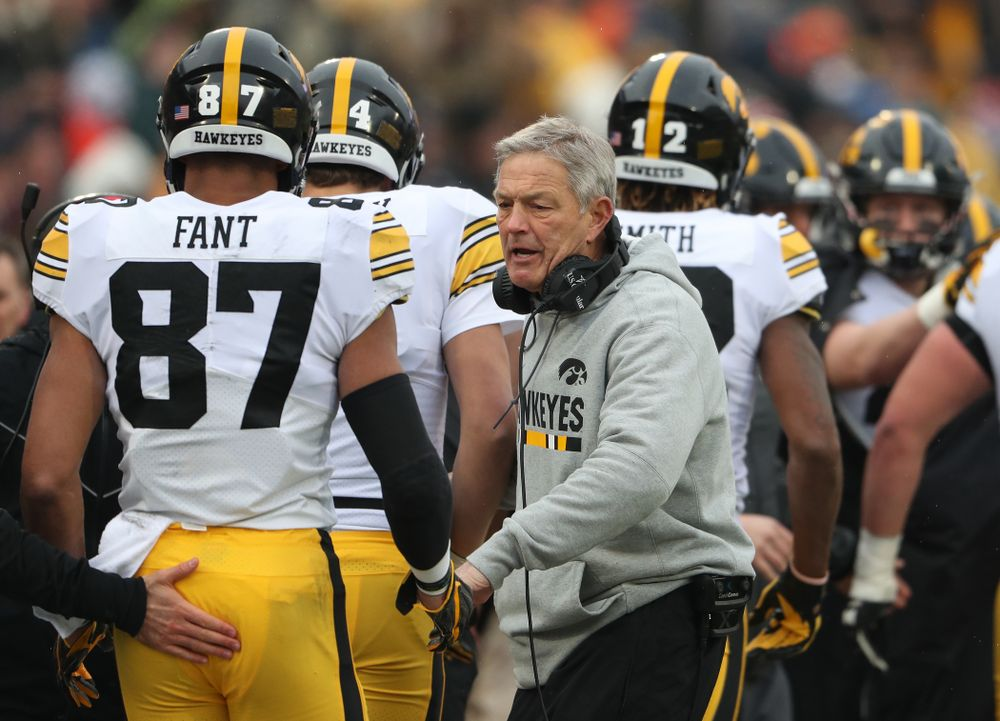 Iowa Hawkeyes head coach Kirk Ferentz and tight end Noah Fant (87) against the Illinois Fighting Illini Saturday, November 17, 2018 at Memorial Stadium in Champaign, Ill. (Brian Ray/hawkeyesports.com)