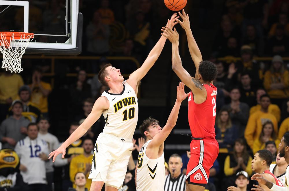 Iowa Hawkeyes guard Joe Wieskamp (10) against the Ohio State Buckeyes Saturday, January 12, 2019 at Carver-Hawkeye Arena. (Brian Ray/hawkeyesports.com)