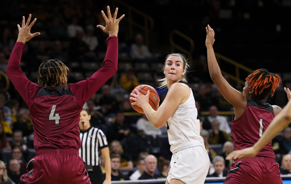 Iowa Hawkeyes forward Hannah Stewart (21) looks to pass during a game against North Carolina Central at Carver-Hawkeye Arena on November 17, 2018. (Tork Mason/hawkeyesports.com)