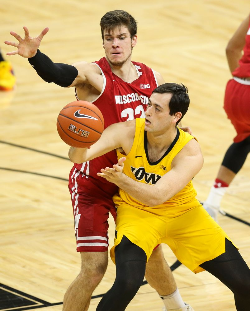 Iowa Hawkeyes forward Ryan Kriener (15) passes the ball against Wisconsin on November 30, 2018 at Carver-Hawkeye Arena. (Tork Mason/hawkeyesports.com)