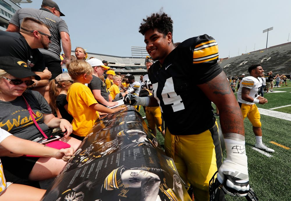 Iowa Hawkeyes offensive lineman Tristan Wirfs (74) during Kids Day Saturday, August 11, 2018 at Kinnick Stadium. (Brian Ray/hawkeyesports.com)