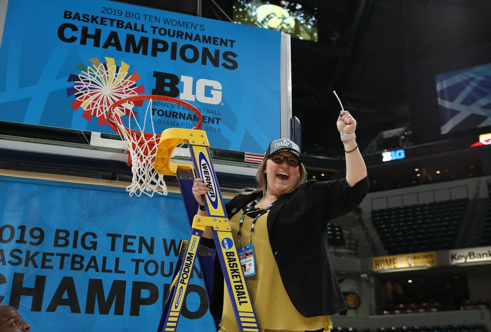 Women's Basketball SID cuts down the net as they celebrate their victory over the Maryland Terrapins in the Big Ten Championship Game Sunday, March 10, 2019 at Bankers Life Fieldhouse in Indianapolis, Ind. (Brian Ray/hawkeyesports.com)