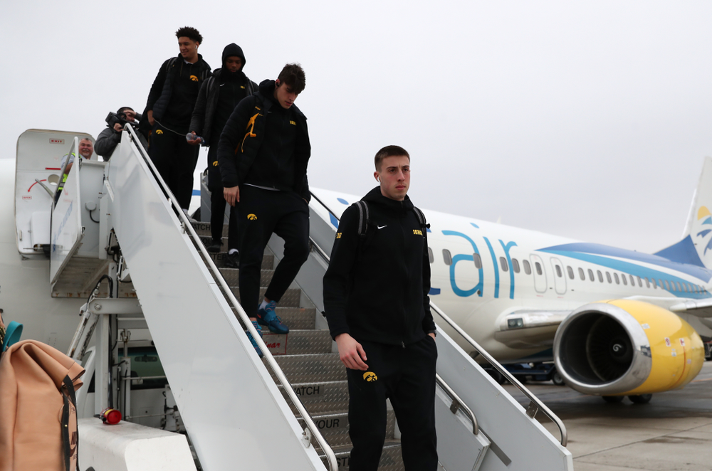 Iowa Hawkeyes guard Joe Wieskamp (10) arrives in Columbus for the first and second rounds of the 2019 NCAA Men's Basketball Tournament Wednesday, March 20, 2019. (Brian Ray/hawkeyesports.com)