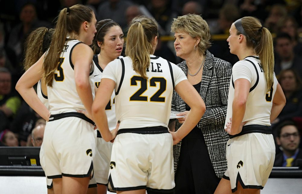 Iowa Hawkeyes head coach Lisa Bluder talks with guard Gabbie Marshall (24), forward Amanda Ollinger (43), guard Mckenna Warnock (14), guard Kathleen Doyle (22), and guard Makenzie Meyer (3) during the third quarter of their game at Carver-Hawkeye Arena in Iowa City on Sunday, January 26, 2020. (Stephen Mally/hawkeyesports.com)