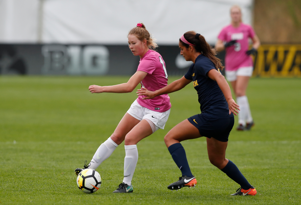 Iowa Hawkeyes Natalie Winters (10) against Michigan Sunday, October 14, 2018 at the Iowa Soccer Complex. (Brian Ray/hawkeyesports.com)