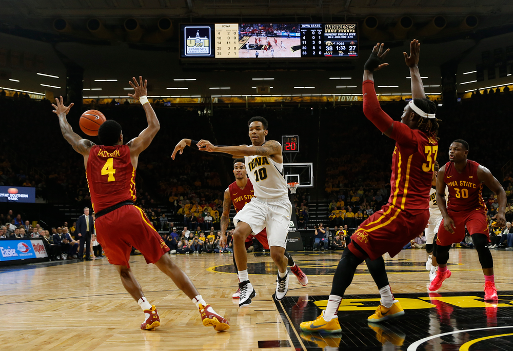 Iowa Hawkeyes guard Christian Williams (10)