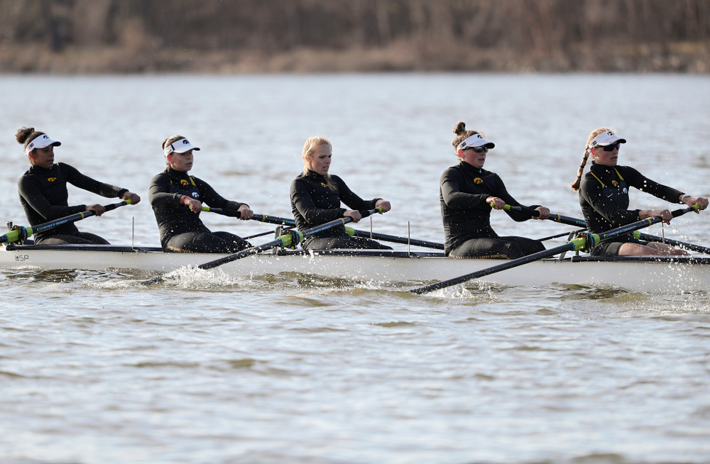 Iowa's Naomi Visser (from left), Elena Waiglein, Paige Schlapkohl, Hannah Greenlee, and Hunter Koenigsfeld during their I Varsity 8 race against Minnesota in their Big Ten Double Dual Rowing Regatta at Lake Macbride in Solon on Saturday, Apr. 13, 2019. (Stephen Mally/hawkeyesports.com)