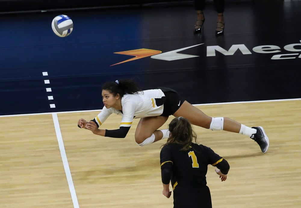 Iowa Hawkeyes setter Brie Orr (7) digs the ball during a match against Penn State at Carver-Hawkeye Arena on November 3, 2018. (Tork Mason/hawkeyesports.com)