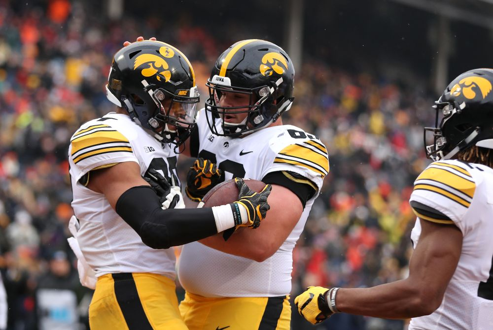 Iowa Hawkeyes tight end Noah Fant (87) and offensive lineman Keegan Render (69) against the Illinois Fighting Illini Saturday, November 17, 2018 at Memorial Stadium in Champaign, Ill. (Brian Ray/hawkeyesports.com)