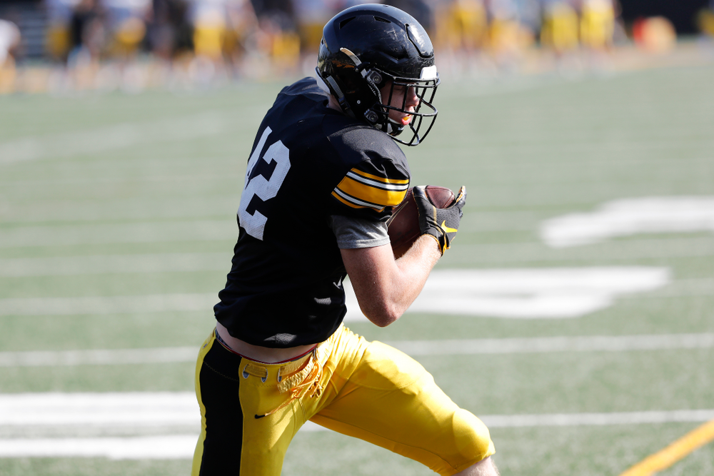 Iowa Hawkeyes tight end Shaun Beyer (42) during camp practice No. 17 Wednesday, August 22, 2018 at the Kenyon Football Practice Facility. (Brian Ray/hawkeyesports.com)