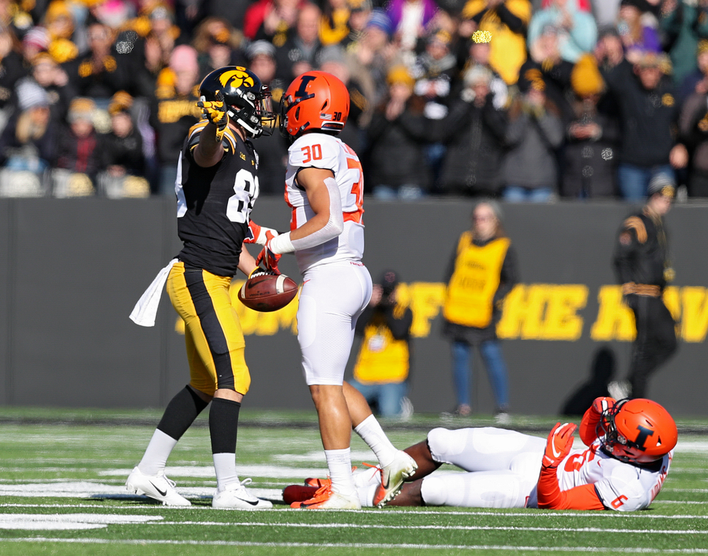 Iowa Hawkeyes wide receiver Nico Ragaini (89) signals first down after pulling in a pass during the first quarter of their game at Kinnick Stadium in Iowa City on Saturday, Nov 23, 2019. (Stephen Mally/hawkeyesports.com)