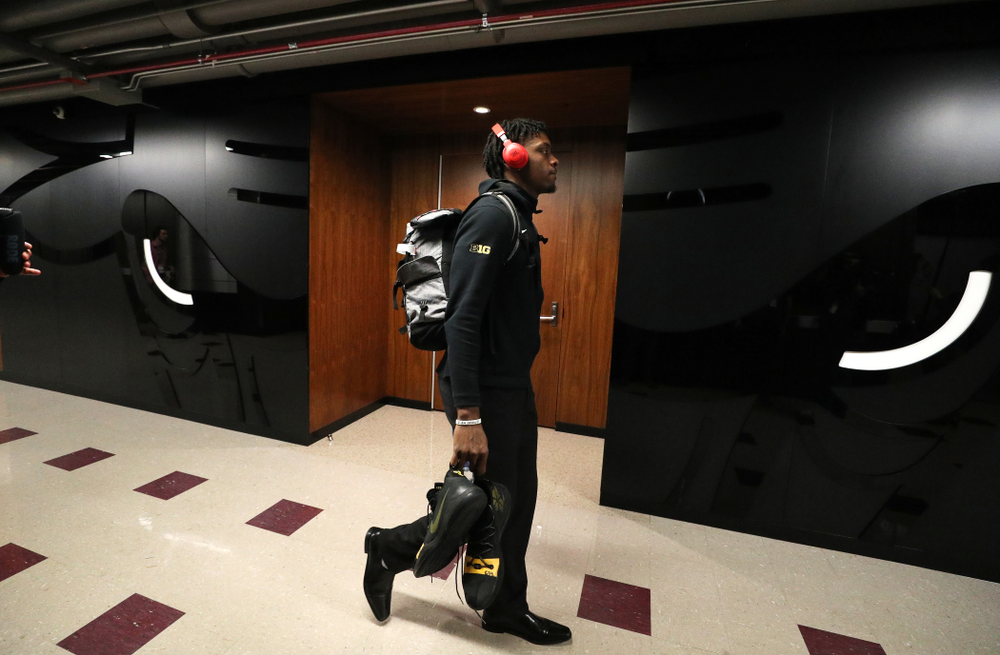 Iowa Hawkeyes forward Tyler Cook (25) arrives for their game against the Michigan Wolverines in the 2019 Big Ten Men's Basketball Tournament Friday, March 15, 2019 at the United Center in Chicago. (Brian Ray/hawkeyesports.com)