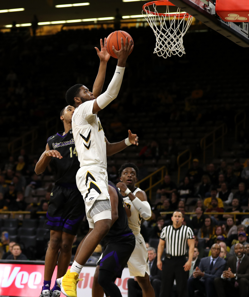 Iowa Hawkeyes guard Isaiah Moss (4) against the Western Carolina Catamounts Tuesday, December 18, 2018 at Carver-Hawkeye Arena. (Brian Ray/hawkeyesports.com)