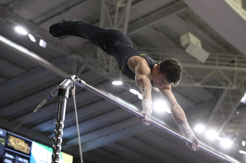 Iowa's Mitch Mandozzi competes on the high bar against the Ohio State Buckeyes Saturday, March 16, 2019 at Carver-Hawkeye Arena.  (Brian Ray/hawkeyesports.com)