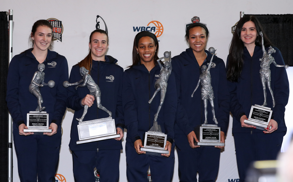 Lisa Leslie Award winner Iowa Hawkeyes forward Megan Gustafson (10) stands with the other members of the WBCA Naismith Starting 5 during a news conference Wednesday, April 4, 2018 at Amalie Arena in Tampa, FL. (Brian Ray/hawkeyesports.com)